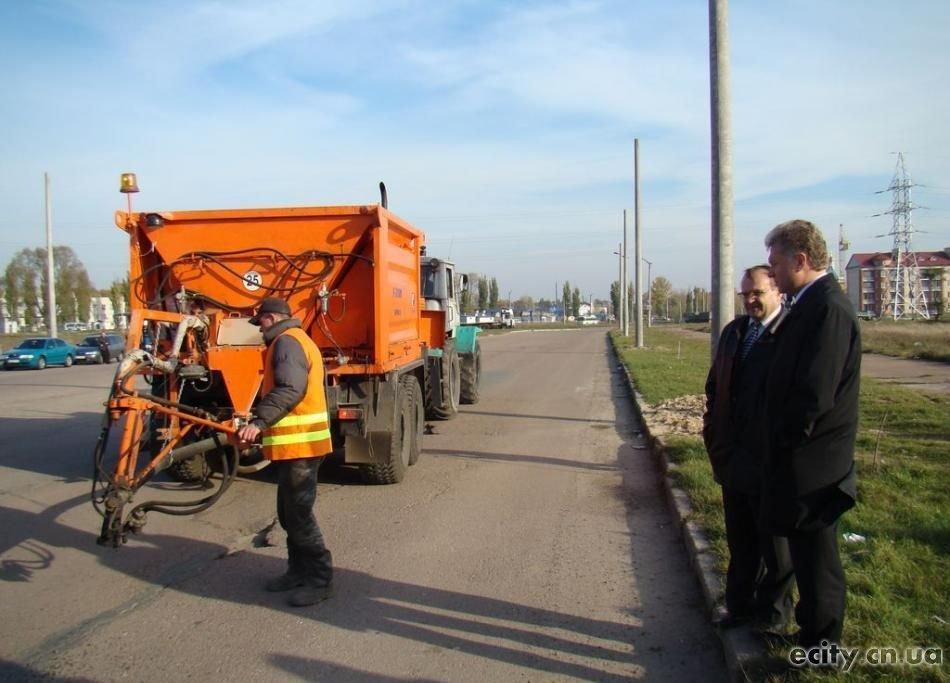 В городском бюджете Чернигова на ремонт дорог предусмотрено менее 2,6 млн грн, что меньше, чем в прошлом году. Об этом сообщил городской председатель Александр Соколов.