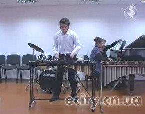 День работников культуры и аматоров народного искусства отметили в детский музыкальной школе № 2 небольшим концертом учащихся кселофонного отделения.
