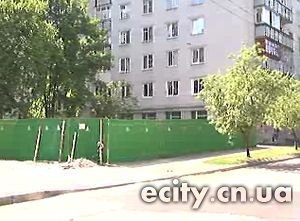 Волна скандальных строек всколыхнула общественность Чернигова. Сначала вырубка деревьев на берегу Стрижня, затем строительство по улице Пятницкой.