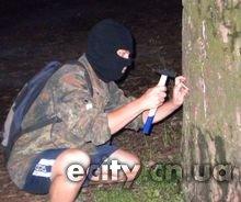 """Активисты """"Третьей позиции"""" провели шипование деревьев в Яловщине в Чернигове"""